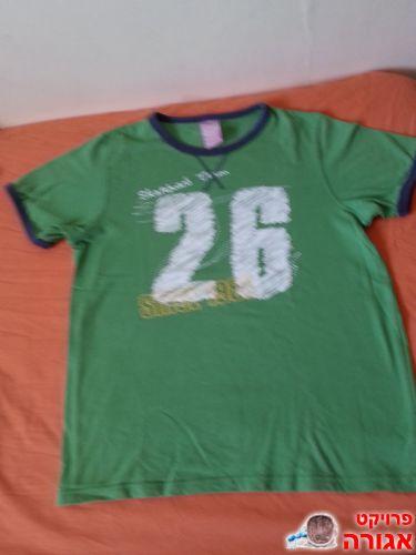 חולצה בצבע ירוק