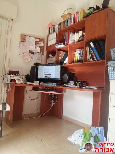 שולחן עבודה ומחשב