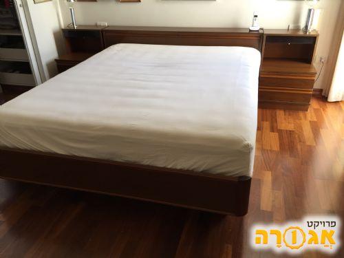 מיטה זוגית + ארגז מצעים ושידות תואמות
