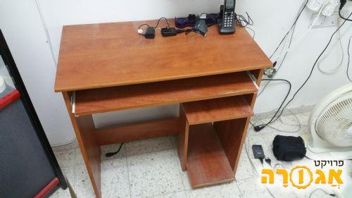 שולחן מחשב סטנדרטי