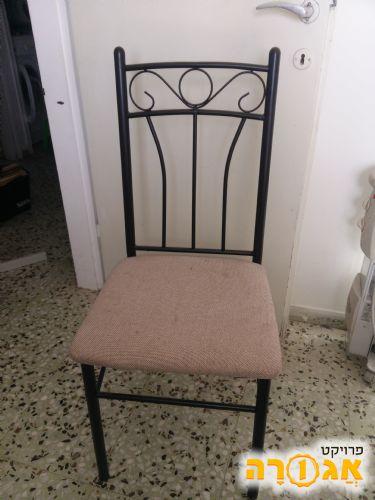 כסאות מתכת ובד