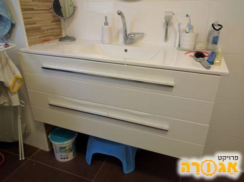 ארון אמבטיה 1.20 מ'