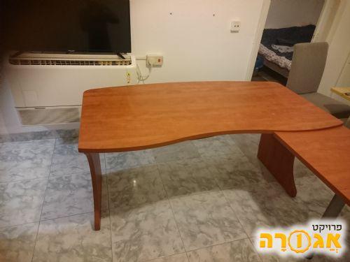 שולחן משרדי גדול