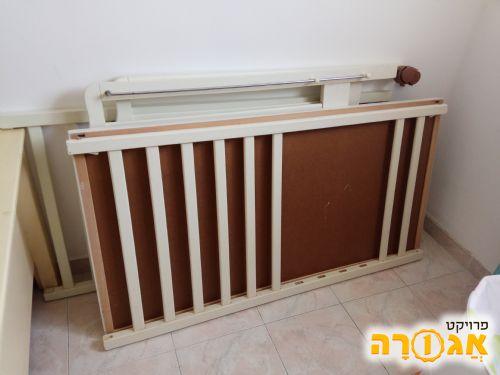 מיטת תינוק לבנה