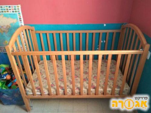 מיטת תינוק, עץ מלא, מצב מצויין