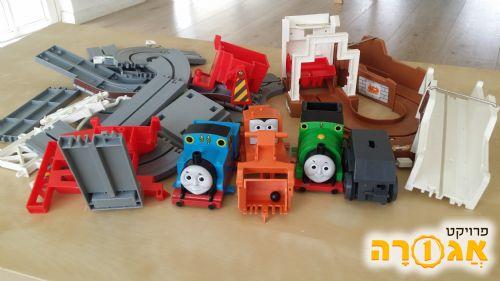 תומס הקטר מסלול רכבת עם מנוע