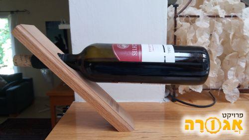 מתקן / מחזיק בקבוק יין