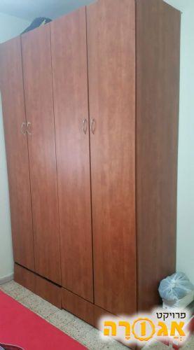ארון 4 דלתות גדול