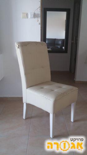 4 כיסאות