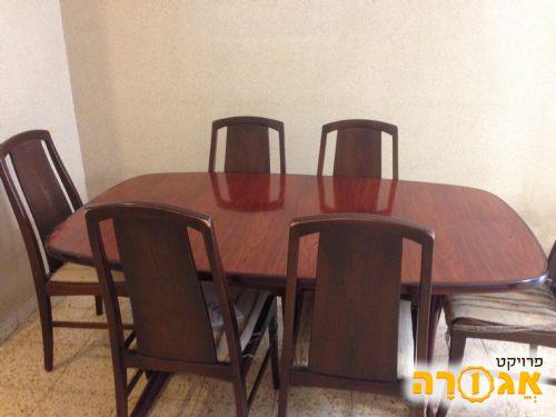 שולחן אוכל ושש כסאות