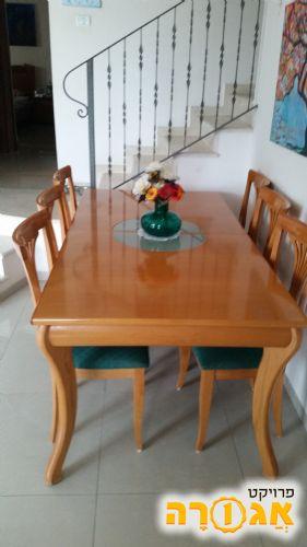 פינת אוכל שולחן וששה כסאות