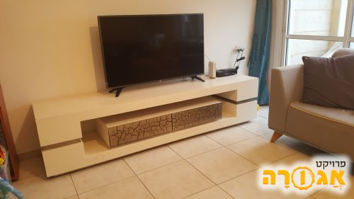 רהיט לטלוויזיה בסלון