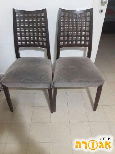 זוג כסאות במצב טוב