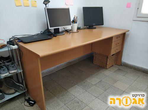 שולחן עבודה גדול