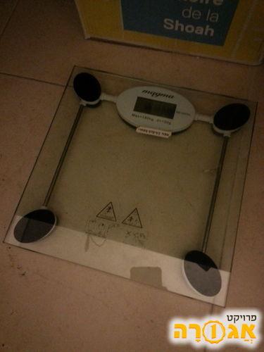משקל אדם דיגיטלי שקוף