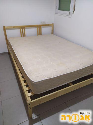 מיטה זוגית של איקאה+מיטה זוגית נוספת