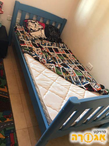 מיטת ילד מעץ מלא