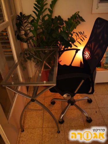 שולחן מחשב וכיסא