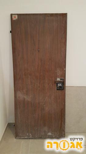 דלת פלדלת במצב טוב
