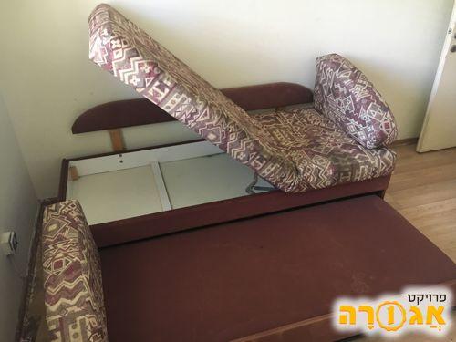 מיטה נפתחת עם ארגז לכלי מיטה