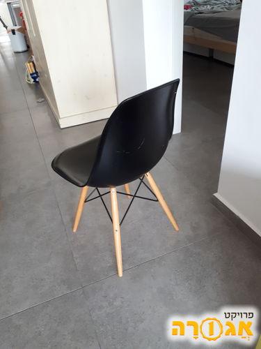 כיסאות פינת אוכל - דורשים תיקון
