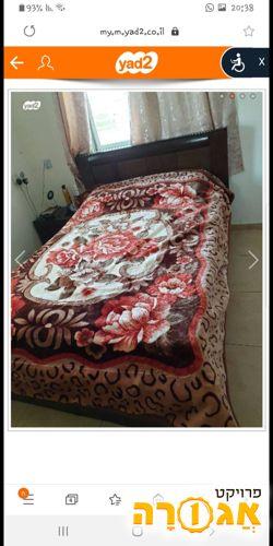מיטה וחצי כחדשה לא כולל מזרון
