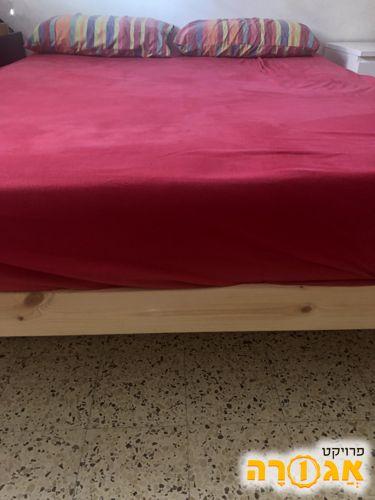 מיטה 1.40/1.90 עם ארגז מצעים נשלף מלמטה
