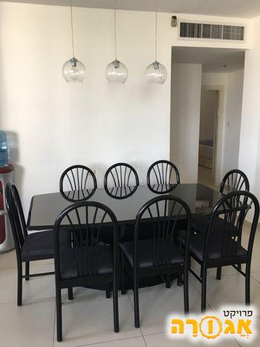 שולחן פינת אוכל + 8 כסאות תואמים