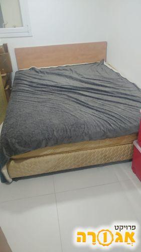 2 מיטות זוגיות בסיס ומזרן
