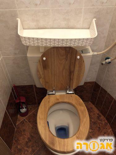 מתקן לשירותים