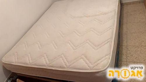 מיטה זוגית + מזרון תקין לחלוטין