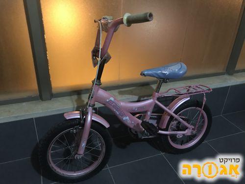 אופניים לילדים בצבע ורוד