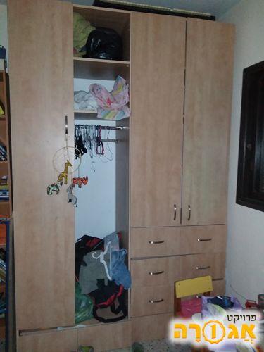 ארון בגדים 4 דלתות