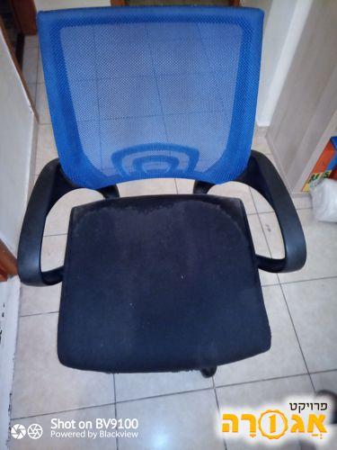 כסא משרדי מתגלגל
