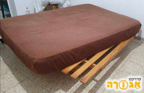 מיטה ומזרון