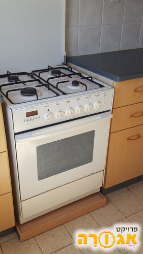 תנור עם כיריים