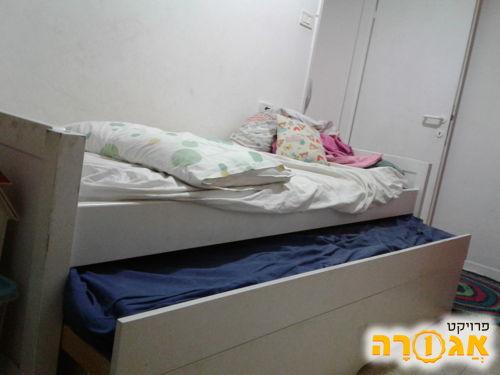 מיטה נפתחת עם ארגז מצעים