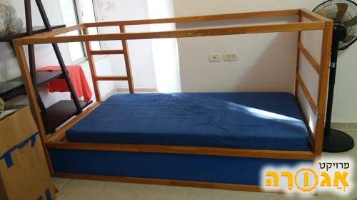 מיטת ילדים ומיטה זוגית
