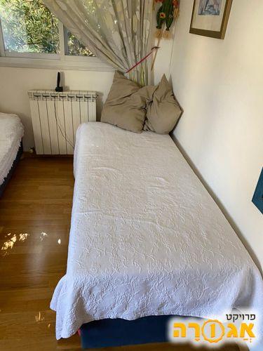 מיטת יחיד נפתחת לשתי מיטות