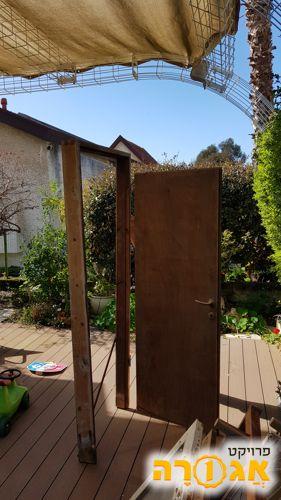 דלת פנים מעץ