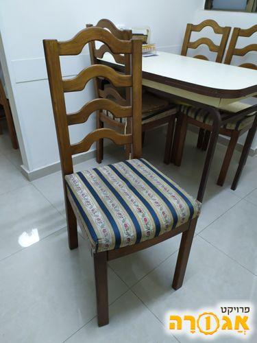 4 כסאות פינת אוכל מרופדים