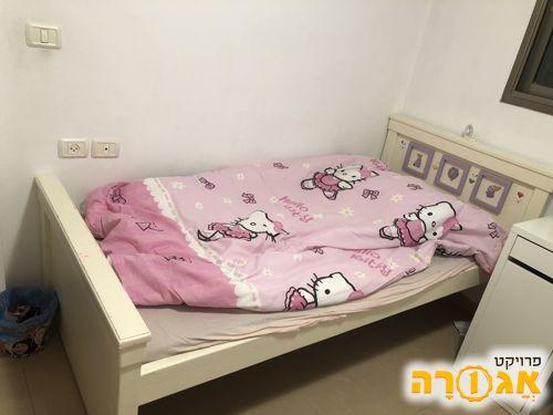 מיטת ילדים ללא מזרנים