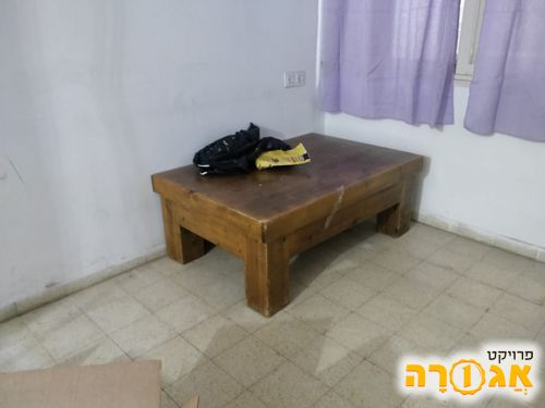 מזנון ושולחן סלון