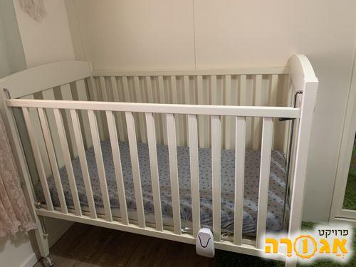 מיטת תינוק במצב מעולה
