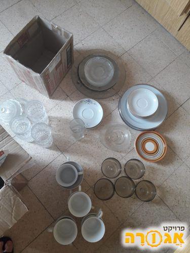 סטים של צלחות צלוחיות כוסות וספלים