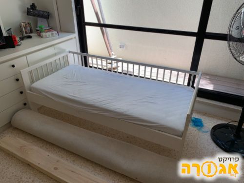מיטת מעבר אקיאה