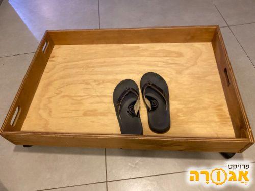 מגירת נעליים