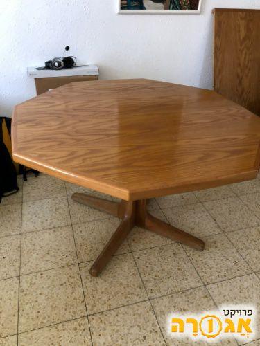 שולחן מתומן פינת אוכל ושישה כיסאות