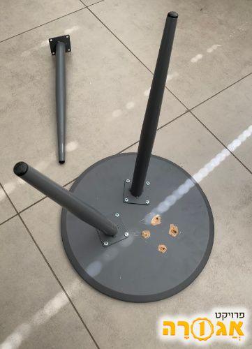 שולחן קטן איקאה תלת רגלי