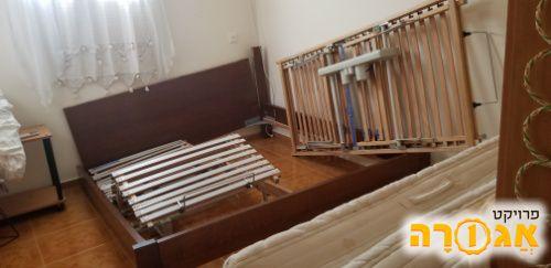 מיטה זוגית מתכווננת רגל שבורה